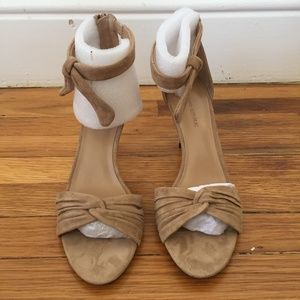 Banana Republic sz 7.5 ankle bow high heel sandal